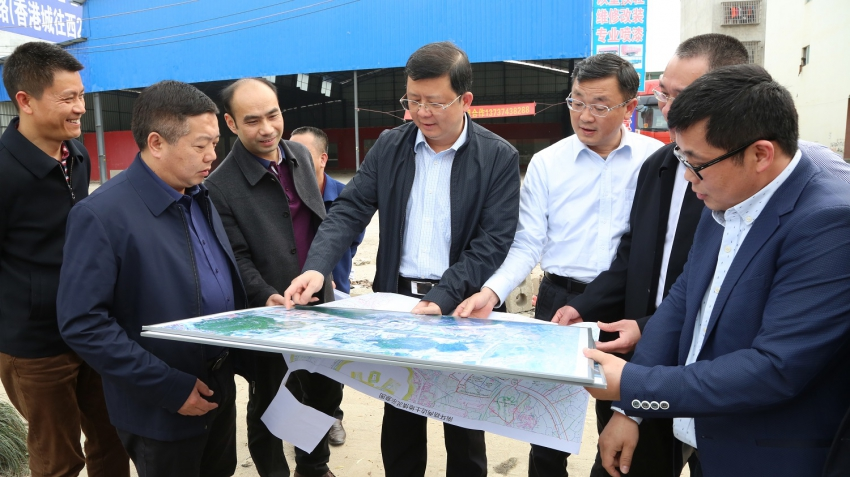 李宏庆在城区调研城市规划建设管理工作时强...